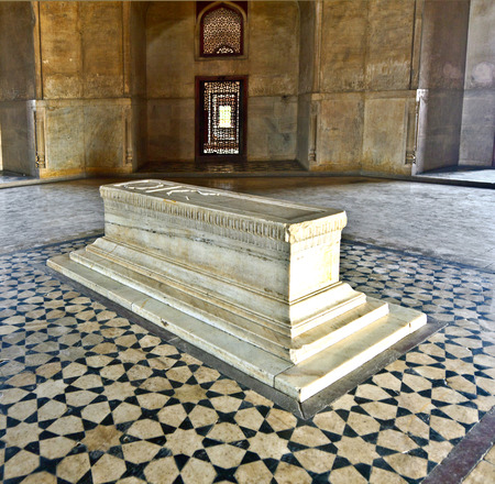 jama mashid: DELHI, INDIA - NOVEMBER 11, 2011: marble tomb inside  Humayuns tomb in Delhi, India. The tomb was commissioned by Humayuns first wife Bega Begum in 1569.