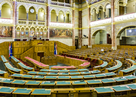 ungarn: BUDAPEST, HUNGARY - AUGUST 5, 2008: inside famous hungarian parliament in gothic revival style in Budapest, Hungary. It was inaugurated on the 1000th anniversary of the country in 1896. Editorial