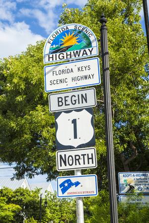 comenzar: Comienzo de la autopista 1 en Key West direcci�n norte Foto de archivo