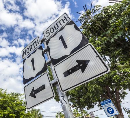 llaves: Mile Zero en Key West, muestra de la carretera No1 Florida llaves, dirección sur y norte