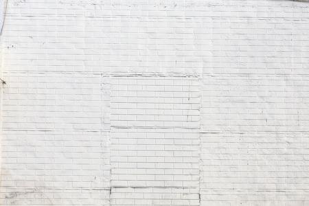 colour in: antiguo muro de ladrillo pintado con el color de la luz del sol