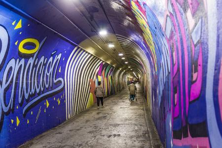 New York, de VS - OCT 22, 2015: muurschilderingsschilderijen bij muur van metro post in 191ste Straat, New York, de VS Sommige van de oude tunnels zijn wettelijk open voor kunstenaars voor hun muurschilderingen. Redactioneel