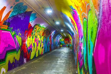 New York, USA - 22 oktober 2015: muurschilderingen aan de wand van het metrostation in 191 Street, New York, USA. Een deel van de oude tunnels wettelijk geopend voor kunstenaars voor hun muurschilderingen.