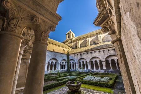 senanque: Cloister of Senanque Abbey, Vaucluse, Gordes, Provence, France