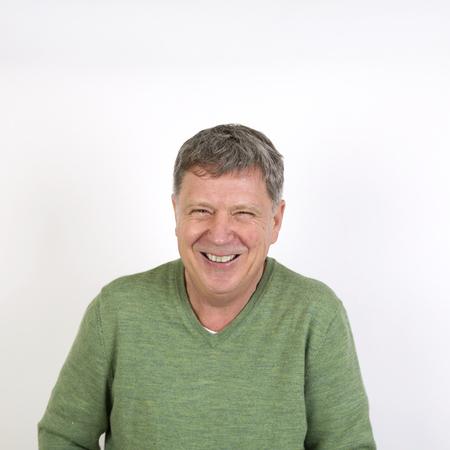 lachendes gesicht: Porträt freundliche glücklich lachend reifer Mann Lizenzfreie Bilder