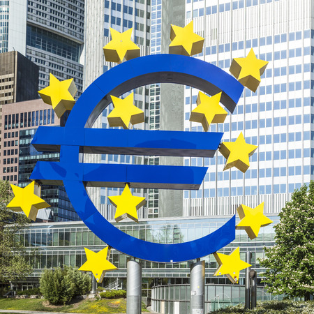 brandt: The Euro sign on a sunny day, Frankfurt am Main, Germany