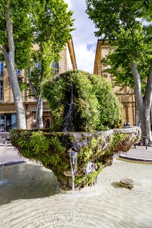 bodegones: nueve FONTAIN ca��n en Aix-en-Provence, en el d�a de musgo Foto de archivo