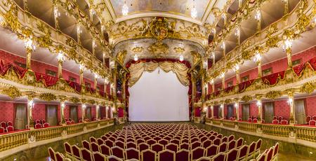MÜNCHEN, DEUTSCHLAND - 27. MAI 2016: innerhalb des berühmten München-Wohnsitztheaters, der ehemalige königliche Palast der bayerischen Monarchen des Hauses von Wittelsbach.