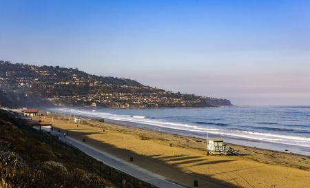 レドンドビーチ、カリフォルニア州ロサンゼルスで美しい朝の光のビーチ