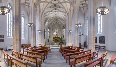 pila bautismal: Eisleben, Germnany - 16 de JAN, 2016: dentro de la famosa St. Petri - Iglesia Pauli en Eisleben. Es la iglesia de bautizo de Martín Lutero, el famoso reformador alemán. Editorial