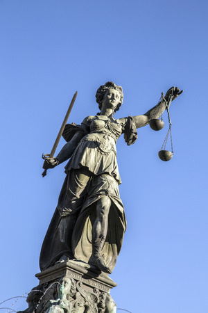 roemerberg: Justitia - Lady Justice sculpture on the Roemerberg square under blue sky Stock Photo