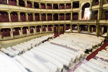 Budapest, Hungría AUG - 5, 2008: famoso viejo Estado de la ópera de Budapest, Hungría. Diseñado por Miklos Ybl la construcción duró desde 1875 hasta 1884 y fue financiado por el emperador Francisco José.