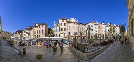 ville: AIX EN PROVENCE, FRANCE - OCT 19, 2016: people visit the place des cadeurs with its famous restaurants  in Aix en Provence, France.