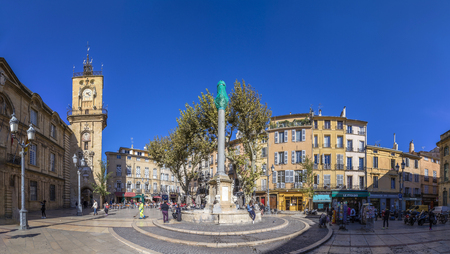 ville: AIX EN PROVENCE, FRANCE - OCT 19, 2016: people visit the central market place with the famous hotel de ville in Aix en Provence, France.
