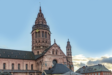 st german: St. Martins Cathedral in Mainz (in German: Mainzer Dom) that represents the highest point of Romanesque cathedral architecture in Germany.