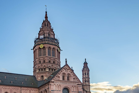 St. Martins Cathedral in Mainz (in German: Mainzer Dom) that represents the highest point of Romanesque cathedral architecture in Germany.