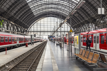 FRANKFURT, GERMANY - NOV 4, 2016: people arrive and depart at Frankfurt train station. The classicistic train station opened in 1899 and is the biggest in Germany. Publikacyjne