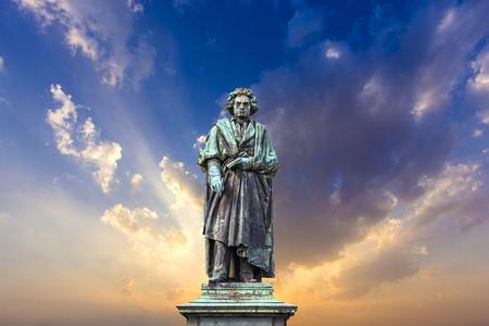 Het Beethoven Monument op de Munsterplatz in Bonn, Duitsland