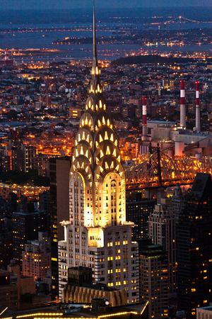 NEW YORK, USA - 10. Juli 2010: Luftaufnahme über den oberen Manhattan zum Chrysler Gebäude bei Nacht