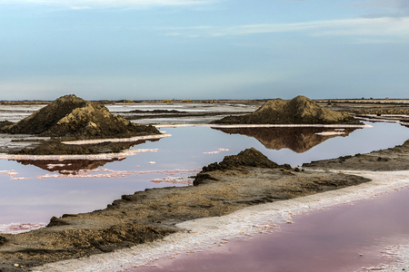 Red Salt lake at Salin de Aigues-Mortes in the Camarque, France Banco de Imagens - 84263937