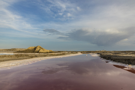 Red Salt lake at Salin de Aigues-Mortes in the Camarque, France Banco de Imagens - 84263941