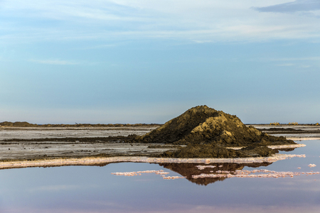 Red Salt lake at Salin de Aigues-Mortes in the Camarque, France Banco de Imagens - 84263944