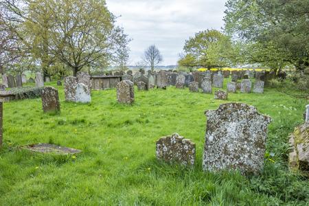 イングランドのグレート Brington にある聖マリア教会の墓地