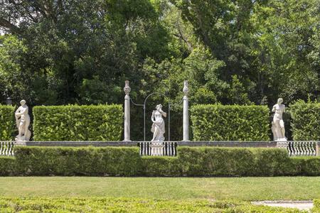 Charmant MIAMI, USA   AUG 24, 2014: Miami Vizcaya Garden And Park With Statues