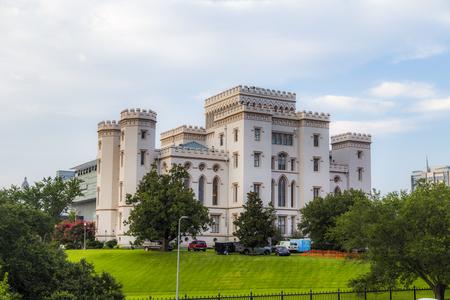BATON ROUGE, Estados Unidos - 13 de julio de 2013: antiguo capitolio del estado histórico en Baton Rouge Editorial