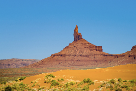 meridian Butte is a giant sandstone formation in the Monument valley with other buttes nearby Foto de archivo