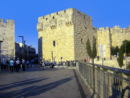 JERUSALEM, ISRAEL - MAR 25, 2008: people queue up to visit the Davis Museum in the old part of Jerusalem. Editorial