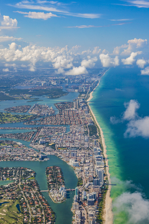 aerial oftown and beach of Miami 版權商用圖片