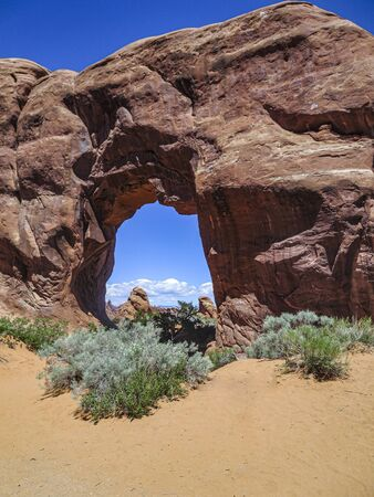 scenic natural bridge in natural bridges national park, USA Zdjęcie Seryjne