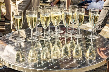 detail of glasses with sparkling wine with reflection at the table Banco de Imagens - 129323970