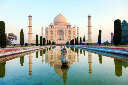 scenic Taj Mahal in India in sunrise with reflection in water Stockfoto