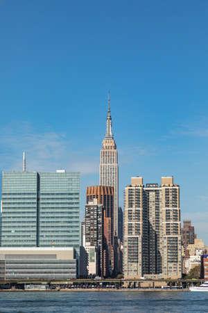 New York, USA - October 6, 2017: panorama of New York with river, UN and Chrysler building. Редакционное