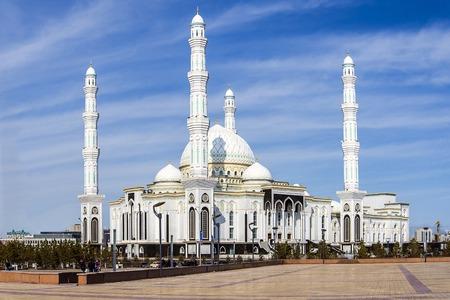 Moskee Hazrat Sultan ligt in Kazachstan in Astana.