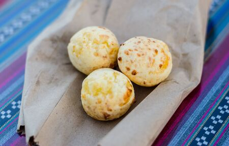 Brazilian and Paraguayan pan de queso or cheese bread at a street food market Standard-Bild - 124553618
