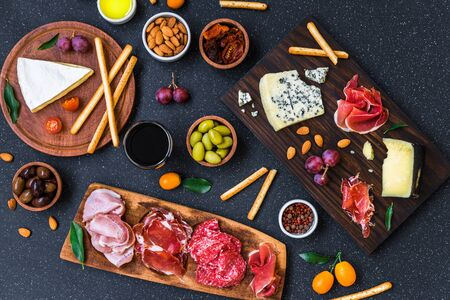 Table of antipasti and appetizers with cold meats and cheese deli platter 免版税图像 - 140070434
