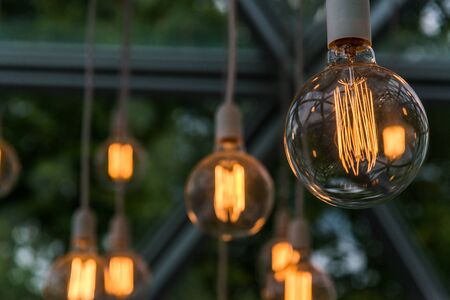 Vintage antique hanging light bulbs. Holidays and business good idea concept. Zdjęcie Seryjne