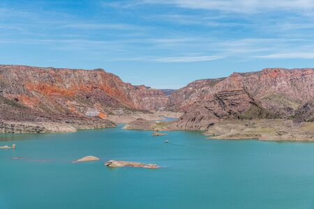 Atuel canyon and Valle Grande reservoir in Mendoza, Argentina. 免版税图像