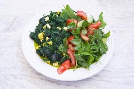 paneer: palak paneer food and fresh green salad