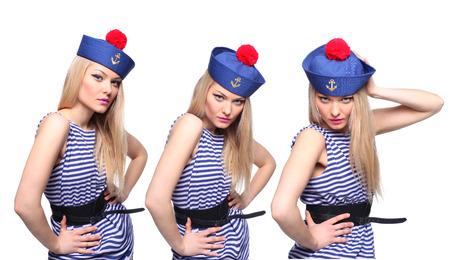 azul marino: Marinero de sexo femenino rubio joven que presenta en su uniforme y mirando a la c�mara aislada en el fondo blanco Foto de archivo