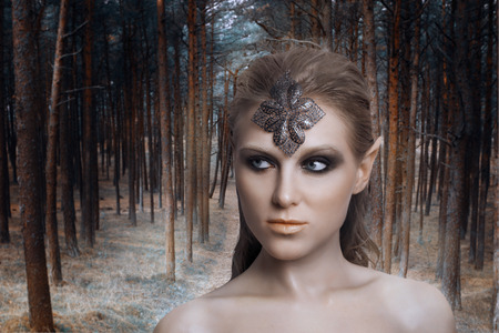 beautiful elf woman in a magical forest 版權商用圖片