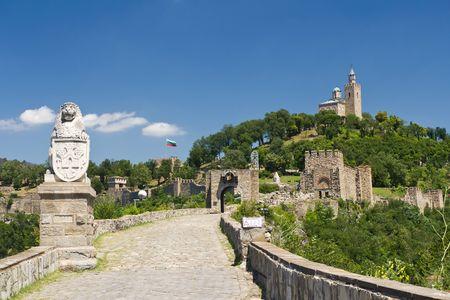 veliko: lion statue at entrance to Tsarevets Fortress in Veliko Tarnovo, Bulgaria Stock Photo