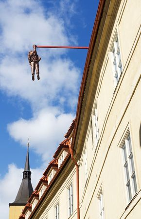 Statue of Man Hanging From Building in Prague, Czech Republic 版權商用圖片
