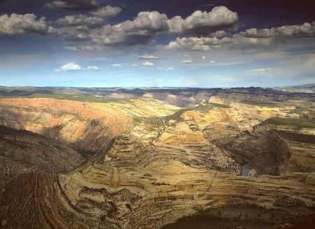 sauropod: Monumento Nacional Dinosaurio EE.UU. es un Monumento Nacional situado en el flanco sudeste de la monta�as Uinta en la frontera entre los Estados americanos de Colorado y Utah, en la confluencia de los r�os Verde y Yampa. Foto de archivo