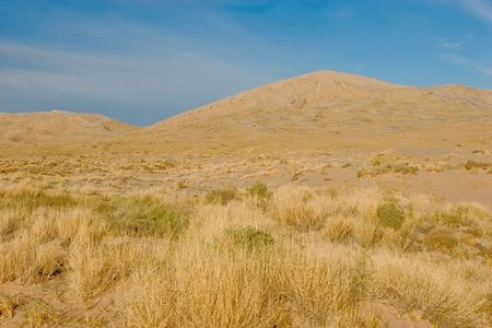 eolian: Kelso Dunes, also known as the Kelso Dune Field, is the largest field of eolian sand deposits in the Mojave Desert. Stock Photo