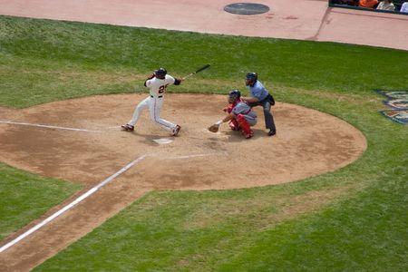 strong base: Baseball � una bat-e-palla sport giocato tra due squadre di nove giocatori ciascuna.