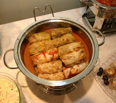 Golabki are a form of cabbage rolls. They are a traditional Polish dish consisting of boiled cabbage leaves stuffed with ground beef, chopped onions Standard-Bild